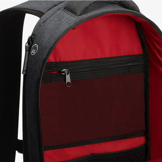 how to take off bagpack properly